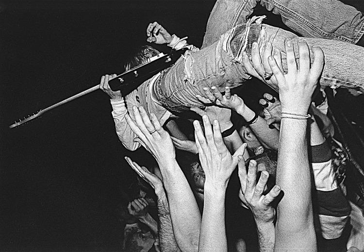Kurt-Cobain-kurt-cobain-21805314-2000-1385